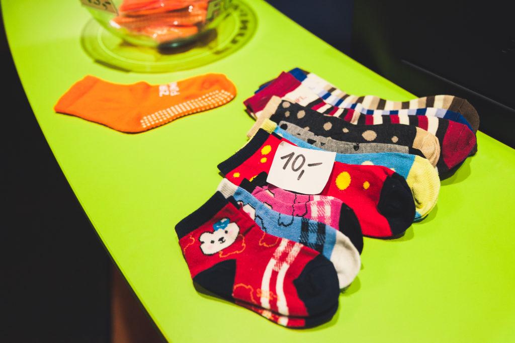 Vstup jen v ponožkách - obrázek